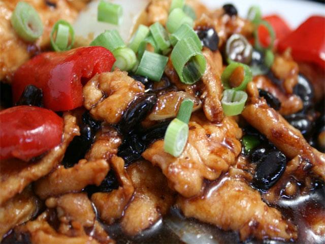 Chicken with Black Bean Sauce (Pollo con salsa de frijoles negros)